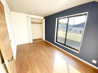 【施工例】洋室 採光面にもこだわり☆弊社では、建築範囲内であれば窓設置数の制限はございません。日当り・風通しも良好で快適に暮らせます!