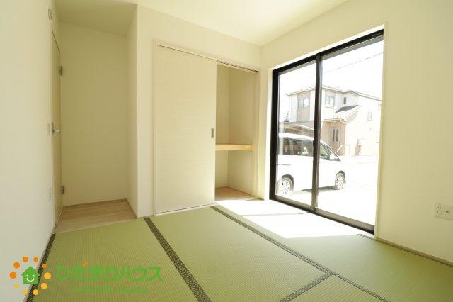 二方向から出入り可能な和室、生活動線を考慮した間取り設計です。