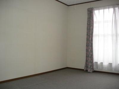 全室南向きで明るい室内。通風も良好です