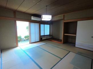 和室8帖に、床の間があります