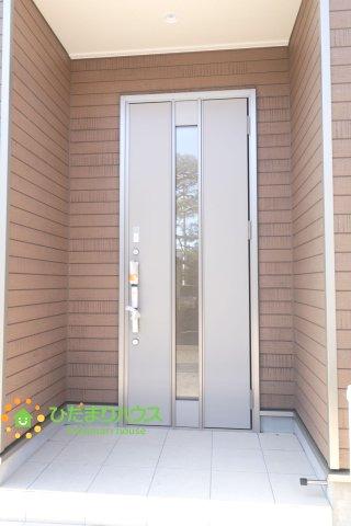 【玄関】幸手市東 第18 新築一戸建て 03 クレイドルガーデン