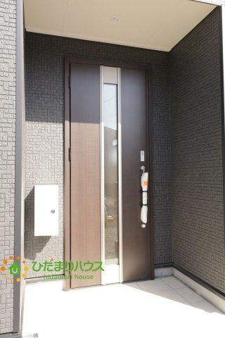 こげ茶色のドアがオシャレです!