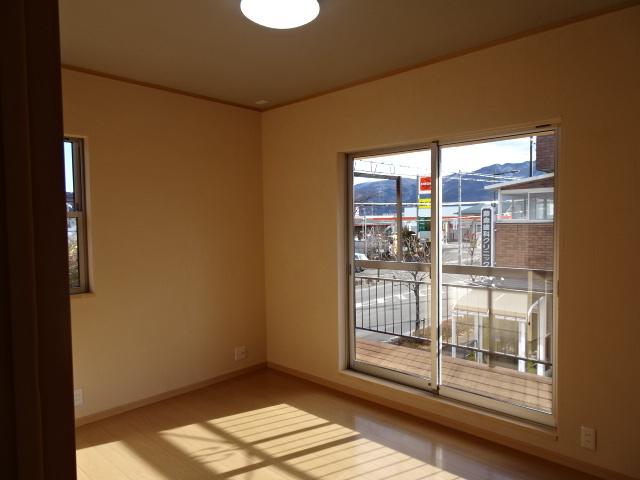 2階の洋室です、陽当り良好です。富士山も望めます