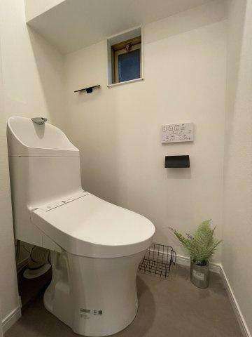 デザイン性の高い一体型トイレを新品設置しています