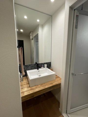 まるでホテルのバスルームのような洗面スペース。洗濯スペースは別にあるので身だしなみを整える空間に特化しました