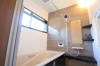 千葉市稲毛区園生町 新築一戸建て 穴川駅 スタイリッシュ雰囲気のお風呂です