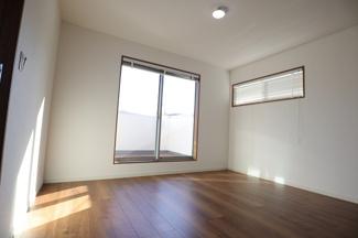 千葉市稲毛区園生町 新築一戸建て 穴川駅 日当たりもよい主寝室です