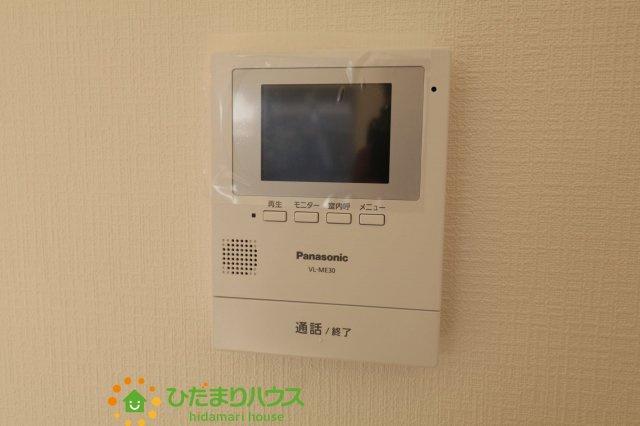 TVモニター付きのインターホンが家族を守ります。