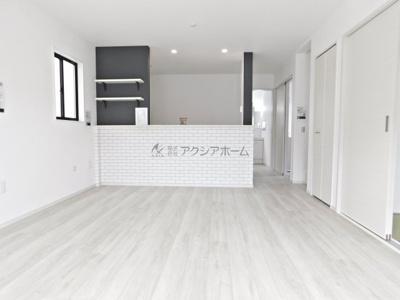 【居間・リビング】狭山市富士見2丁目・全2棟 1号棟 ~駐車並列3台可能~