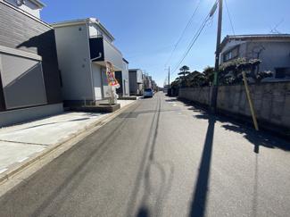 前面道路は6.5mと5.4mの公道です。