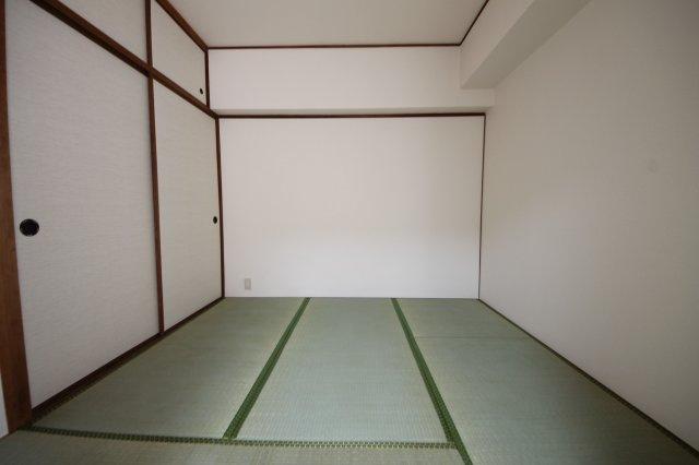 一室はあると嬉しい和室。