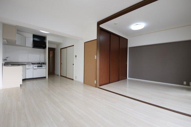 LDKは隣りの洋室とつなげて広く使ってもOK ライフスタイルに合わせて自由に使えます