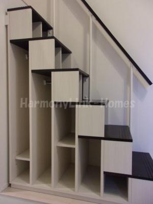 ハーモニーテラス五反野Ⅱの収納付き階段☆