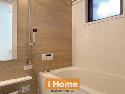 浴室暖房乾燥機付きシステムバス新調済 換気に最適な窓もございます。