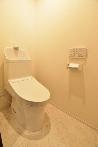 節水型の最新型トイレですので、日々の節約にも一役買ってくれます。毎日使う場所だからこそ大切です。