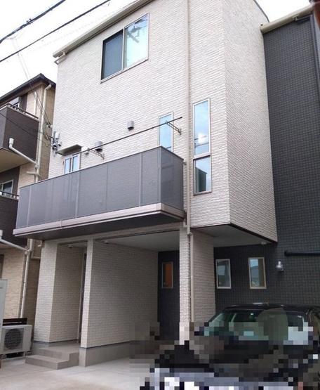 【外観写真】平成26年建築のお家。エレベーター付きの3階建てのお家です