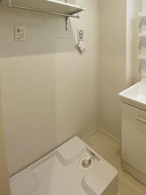 ※参考写真※洗濯機置き場です♪室内に置けるので洗濯機が傷みにくい☆