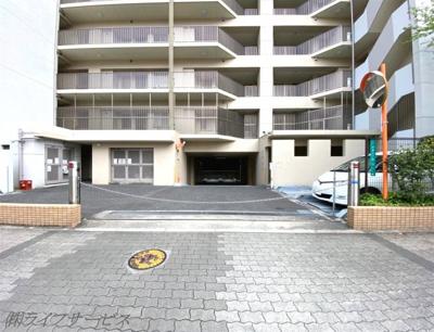 敷地内駐車場入口
