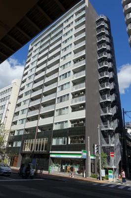 東梅田駅より徒歩4分。新御堂筋沿いのマンション。アクセス便利です。都会派の方に