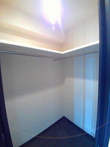 主寝室にはウォークインクローゼットがついています