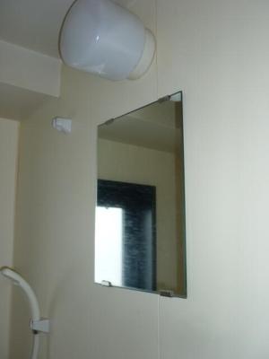 鏡も付いています