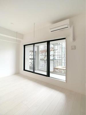バルコニー 窓
