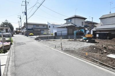 【前面道路含む現地写真】鴻巣市富士見町 建築条件付き売地
