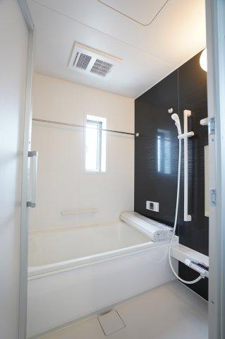 浴室乾燥機付きでお風呂のカビ対策に!
