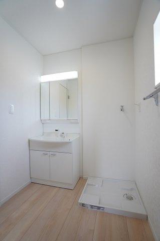 シンプルで使い勝手の良い独立洗面台!