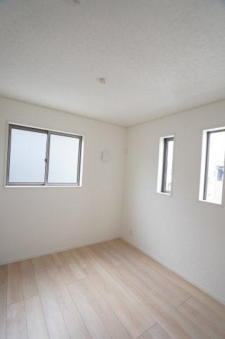 白を基調としていて明るい雰囲気のお部屋♪