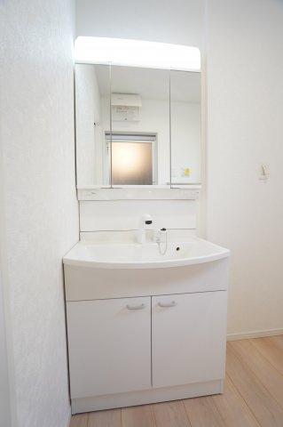 鏡裏も収納できるので洗面台すっきり♪