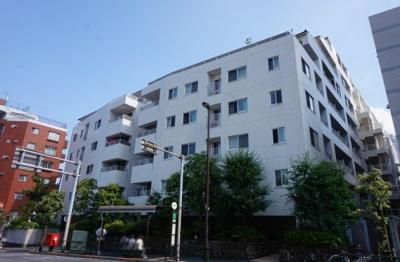 東京メトロ副都心線「東新宿」駅徒歩約2分の立地。