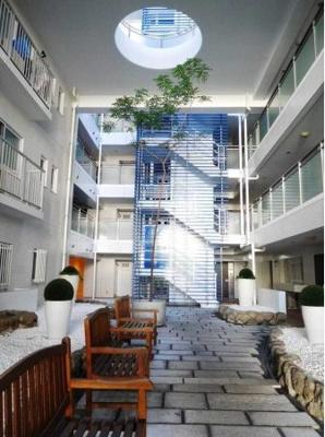 マンション内観は洗練されたホテルのような空間です。