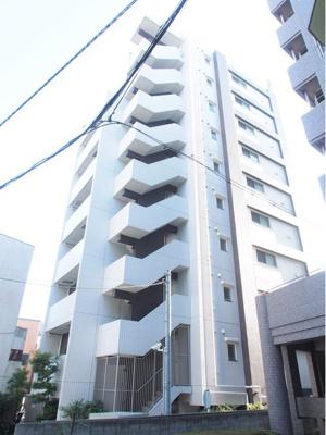 東武伊勢崎線「鐘ヶ淵」駅徒歩約4分と便利な立地のマンションです。