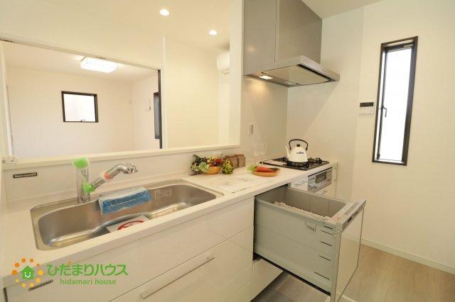 キッチンには食洗器♪毎日の家事の負担を軽減してくれますね。