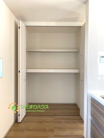 キッチン横の食品庫付き♪大容量で便利です!