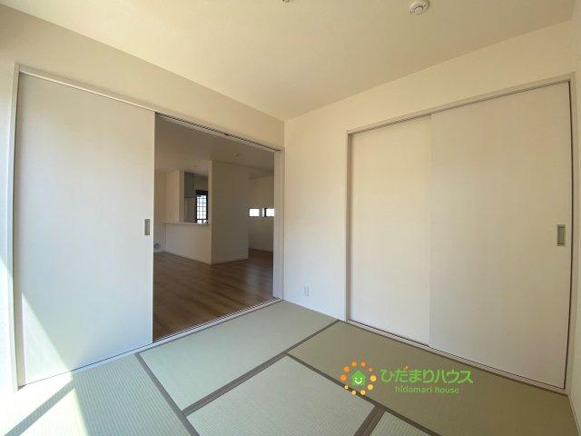 リビングと繋がる和室は、来客時にも使えますね。お子さんが小さい方にはキッズスペースとしてもご利用いただけます。