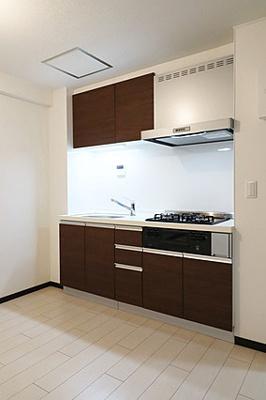 収納豊富なキッチンで使い勝手が良さそうです。