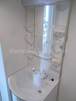 stage青井の独立洗面台、小物を置くことができて便利です
