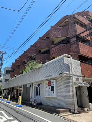 千代田線「乃木坂」駅より徒歩5分の立地。