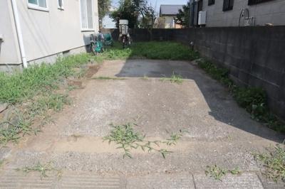 普通自動車が2台駐車可能です。