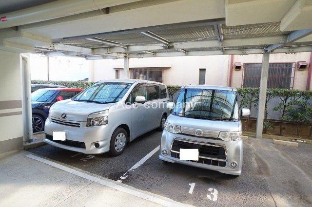 【屋根付き駐車場】※屋根付きは使用料の他に、積立金2000円/月の微収があります。