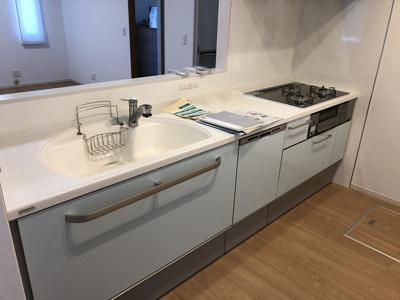 憧れの白いキッチン♪食洗機付き♪人工大理石のシンク!リビングを見守れるカウンターキッチン♪