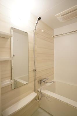 一日の疲れを癒すのはやっぱりお風呂ですね♪浴室乾燥機付き♪