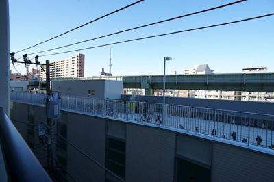 バルコニーから眺望、東京スカイツリーが望めます♪