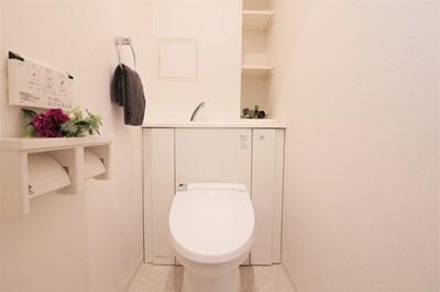 清潔感のあるウォシュレット付きトイレです