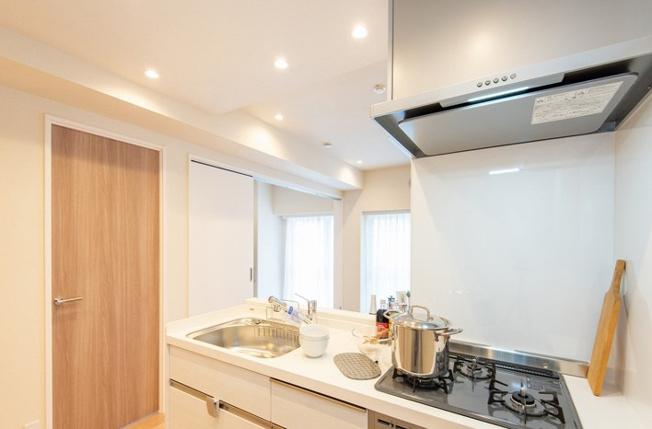 システムキッチン新規設置 人造大理石トップを使用していますのでお手入れは大変楽です