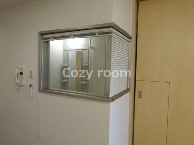浴室から部屋が見えます