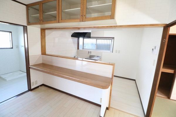 収納棚とカウンターテーブルも付いてます♪