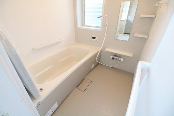 浴室新調。広めの浴槽でゆったり浸かれます♪